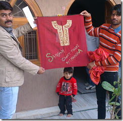 Residents from the village of Kashod in Rajasthan prepare something in recognition of Sangam Project.
