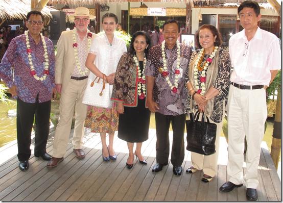 Professor Ahman, Kevin Murray, Ms Wenny, Ms Wuloyo, Bibi Wuloyo, Dr Ghada, Wang Shan